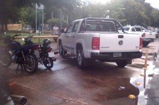 La camioneta en el lugar de las motos