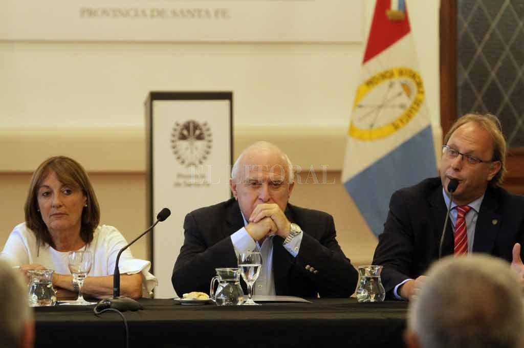 Alicia Ciciliani, Miguel Lifschitz y Gonzalo Saglione expusieron las propuestas ante referentes del sector productivo e industrial. <strong>Foto:</strong> Mauricio Garín