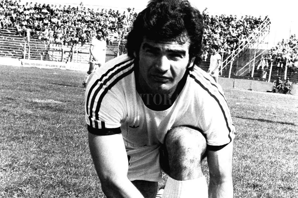 Ricardo Aniceto Roldán, un magnífico volante central que aportaba mucho gol al equipo merced a su brillante pegada de media distancia. Crédito: Archivo El Litoral
