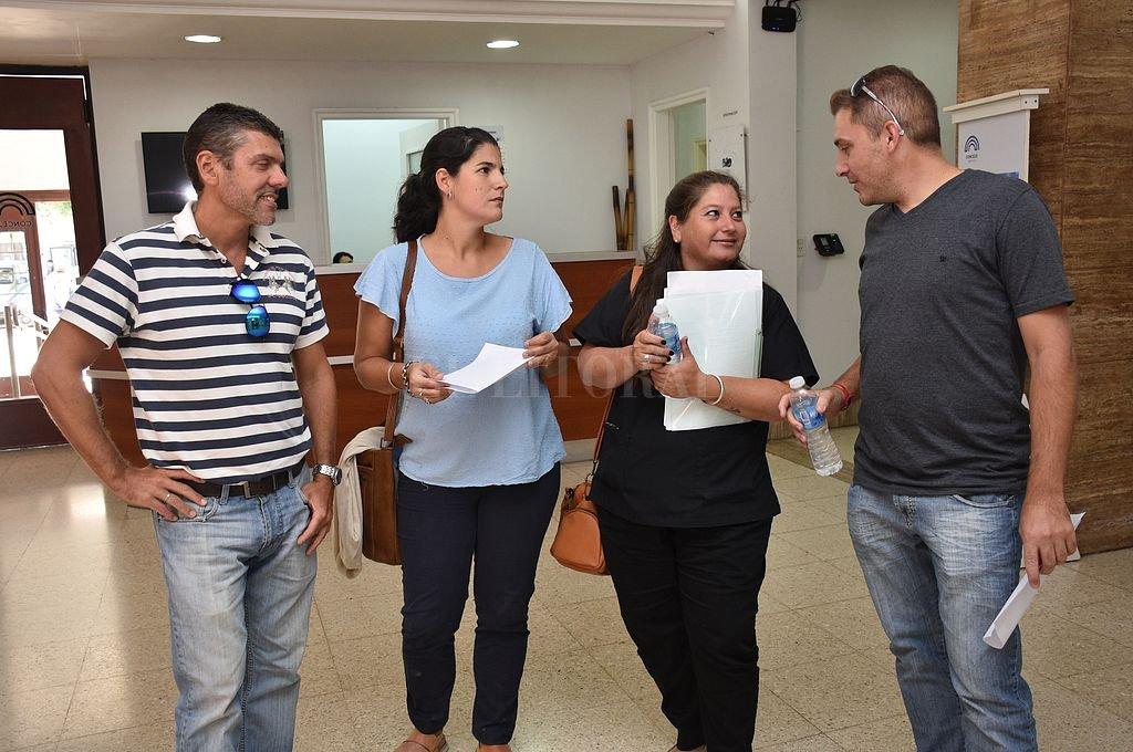 En la búsqueda de ser escuchados, este miércoles fueron recibidos por concejales de la ciudad. <strong>Foto:</strong> Flavio Raina