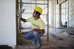 Estación Belgrano: reparan parte de la planta alta para instalar un auditorio - En obra. En este momento se están realizando tareas de reparación de paredes, cielorraso, arenado, entre otros trabajos. También se recuperaron las ventanas originales y se cambiaron los vidrios. -