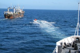 Rescatan a 30 tripulantes de un pesquero chino que se hundió a la altura de Comodoro Rivadavia