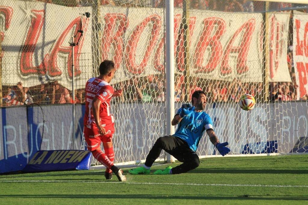 Unión golea a Atlético Tucumán