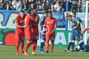 Insólito: El VAR anuló un gol y marcó penal para el otro equipo en la misma jugada