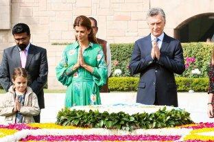 El homenaje de Macri hacia Mahatma Ghandi  - Mauricio Macri Juliana Awada y su pequeña hija Antonia, junto a los miembros locales de la comitiva para el Memorial Mahatma Gandhi -
