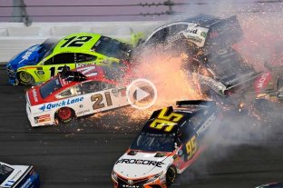 Video: espectacular choque múltiple en las 500 millas de Daytona