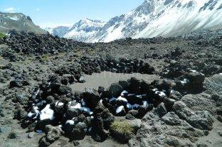 Hallan restos de pipas y vasijas de 1.500 años de antigüedad en plena Cordillera -  -