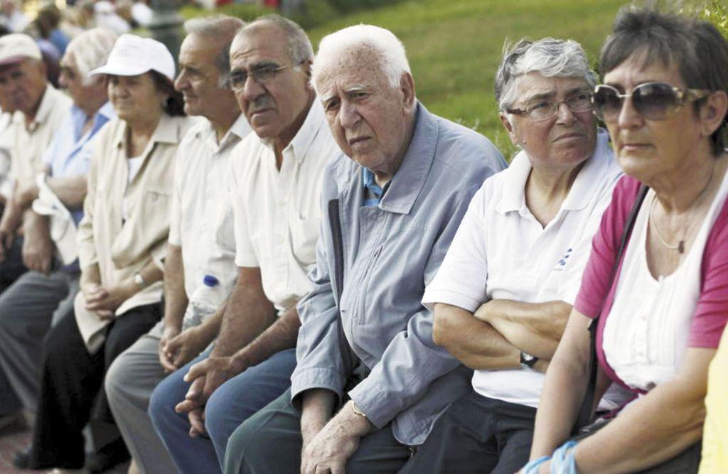 Jubilados siguen con bolsillos flacos