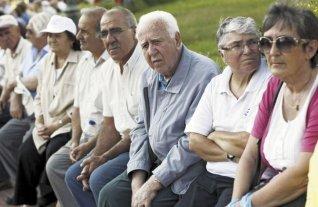 Jubilados siguen con bolsillos flacos -  -