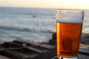 """La primera cerveza argentina hecha con agua de mar  - """"Oceánica"""" se presentó en la ciudad balnearia de Mar del Plata -"""
