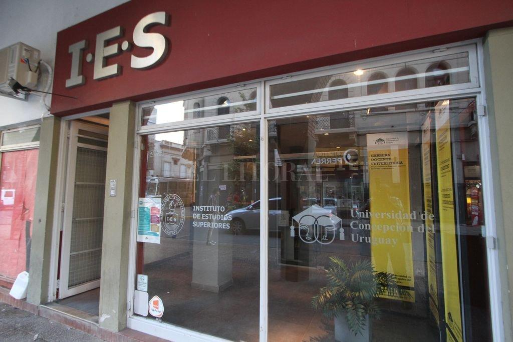 Más información. El IES tiene su sede en pleno centro de la ciudad, en Tucumán 2721. Para mayores informes también puede consultarse por teléfono, al 342 455-8371. <strong>Foto:</strong> Manuel Fabatia