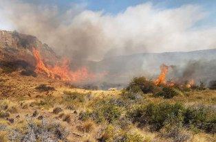 Chubut: Un incendio ya consumió 5.300 hectáreas de campos -  -