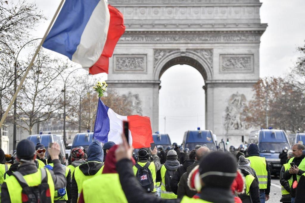 En estos días, los muchachos que en París exhiben chalecos amarillos, se han ganado un lugar en la historia de la infamia han por sus consignas antisemitas. Sus consignas y sus actos. <strong>Foto:</strong> Archivo El Litoral