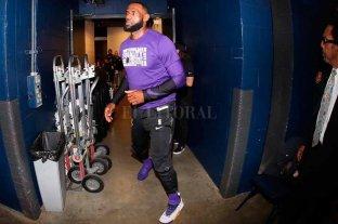 Lakers no levantan cabeza y LeBron James expone su enojo con sus compañeros