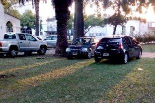 Un espacio verde que además es un sitio histórico, turístico y también estacionamiento