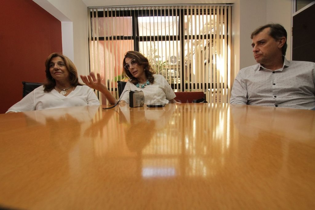 Bielsa dialogó con El Litoral acompañada por su candidato a vice, el senador Danilo Capitani, y la candidata a diputada provincial Silvina Frana. Crédito: Mauricio Garín