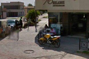 A punta de pistola, robaron en una heladería de Av. Blas Parera