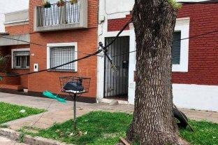 4 días sin luz y con un cable colgando sobre su casa