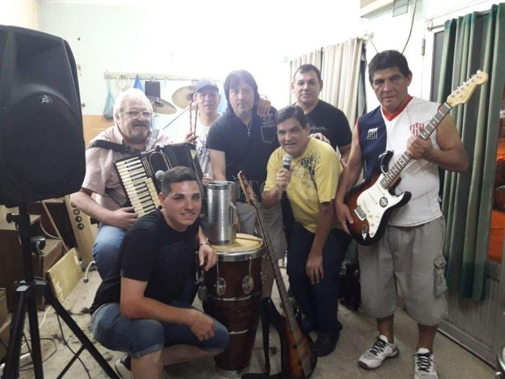 """El grupo nació en 1976 como Grupo Rumba, nombre que mantuvo hasta 1986, cuando pasó a llamarse Los Crisoles por recomendación del productor Martín """"Chani"""" Gutiérrez. Crédito: Gentileza Municipalidad de Santa Fe"""