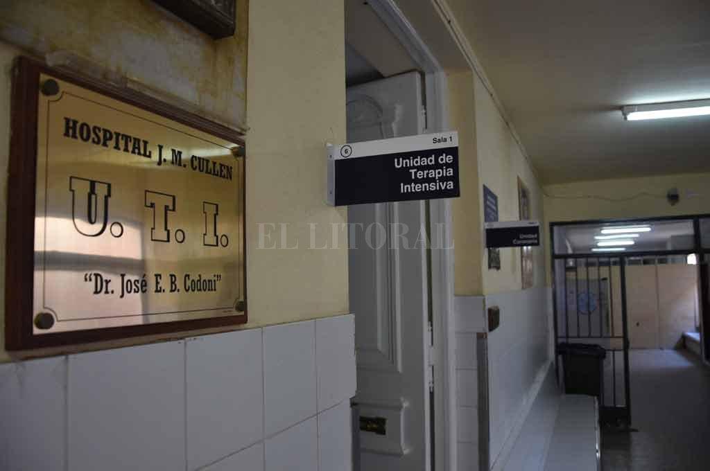 Los baleados fueron llevados con urgencia al hospital Cullen. <strong>Foto:</strong> Flavio Raina