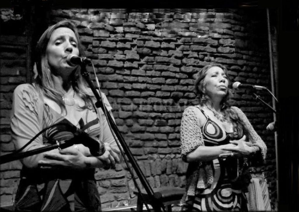 Liliana Vitale y Verónica Condomí comenzaron a cantar en el marco del colectivo MIA y mantuvieron el dúo en paralelo a sus carreras solistas. <strong>Foto:</strong> Archivo El Litoral