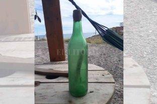 Increíble historia: encontró una botella con una carta perdida hace 44 años