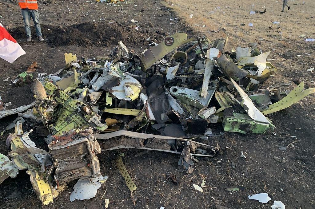 Restos del avión de Ethiopian que cayó y dejó 157 víctimas. <strong>Foto:</strong> Xinhua