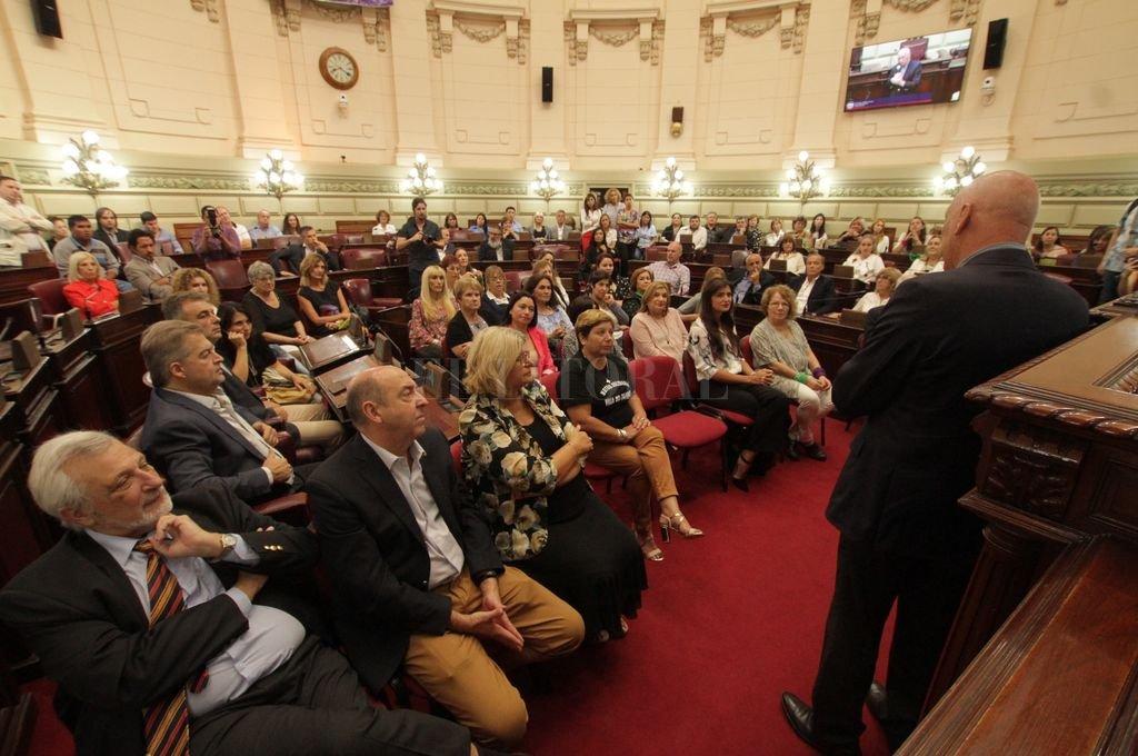 El recinto de la Cámara de Diputados fue el lugar del acto donde se dieron cita las reconocidas este año. Tres ministros del Poder Ejecutivo asistieron a la ceremonia. <strong>Foto:</strong> Mauricio Garín