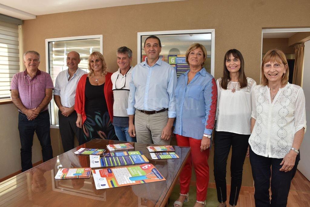Todos juntos. Farmacéuticos y odontólogos en el lanzamiento de la campaña.  <strong>Foto:</strong> Guillermo Di Salvatore