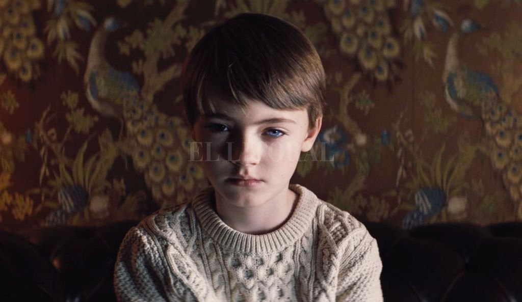 Cuando su hijo pequeño demuestra un comportamiento perturbador, su madre sospecha que alguna fuerza paranormal puede estar controlándolo.  <strong>Foto:</strong> Gentileza Orion Pictures