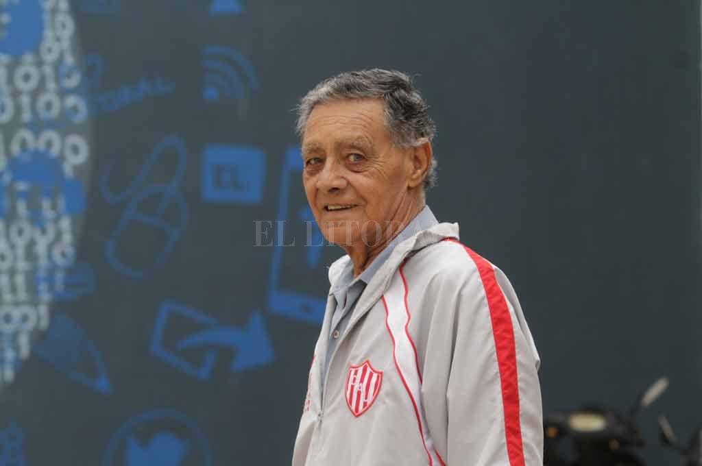 Guillermo Cardozo. El siempre vigente árbitro de nuestra Liga Santafesina.  Crédito: Mauricio Garín
