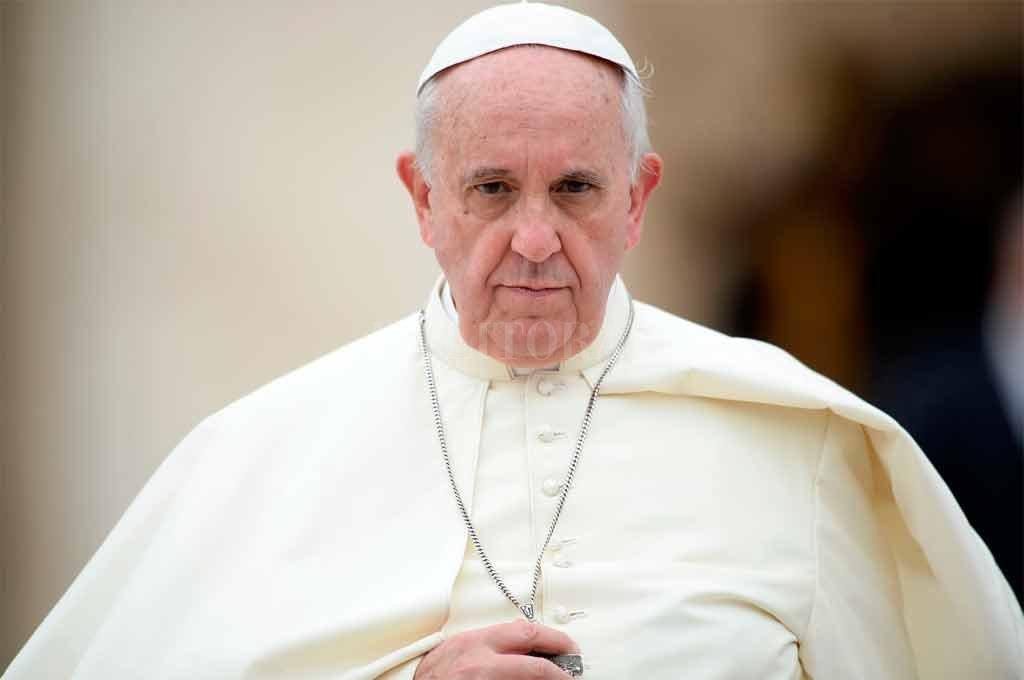 El papa visita zonas de Italia destruidas por un terremoto en 2016