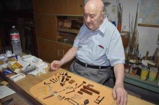 A los 87 años un santafesino fabrica las únicas herramientas a escala del país