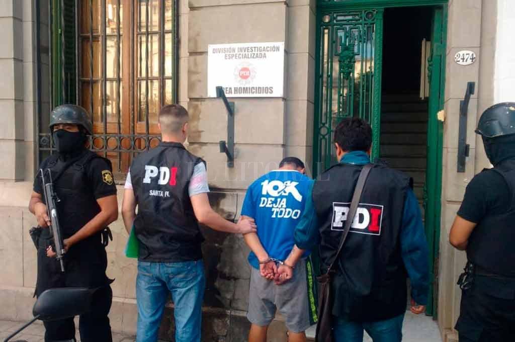 El peligroso individuo fue trasladado a sede policial y puesto a disposición de la Justicia.  <strong>Foto:</strong> Prensa Ministerio de Seguridad de Santa Fe