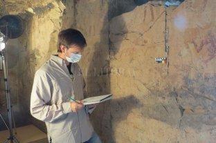 Un santafesino fue a Egipto a descifrar los misterios de una tumba milenaria - El arqueólogo santafesino en la antigua tumba, tomando registros documentales. El trabajo demandó un mes y medio.