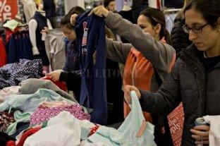 Proyecto para que la ropa se venda en todos los talles - Según una encuesta de la organización Anybody, el 65 por ciento de las personas tiene dificultad para conseguir ropa adecuada a su talle. De esa proporción, el porcentaje llega a 95 por ciento cuando se trata de prendas femeninas. -