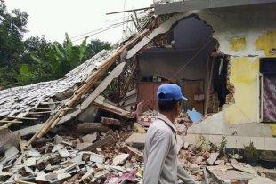 3 muertos y 182 heridos en un terremoto en Indonesia