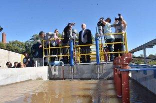 Se inauguró el acueducto de la Costa - Planta. El tradicional corte de cinta y la nueva planta potabilizadora en acción. -