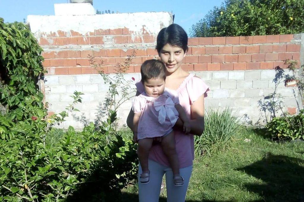 Eliana Belén Viganotti (20), junto a su beba Alma. <strong>Foto:</strong> Prensa URI X