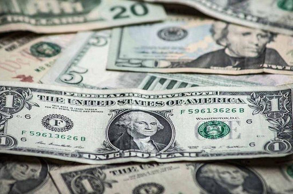 El dólar escaló 86 centavos y se acerca a los $ 43