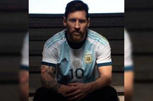 Messi mostró la nueva camiseta de la Selección Argentina -  -