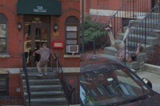 Google Maps capturó el momento preciso en el que un hombre caída de una escalera -  -