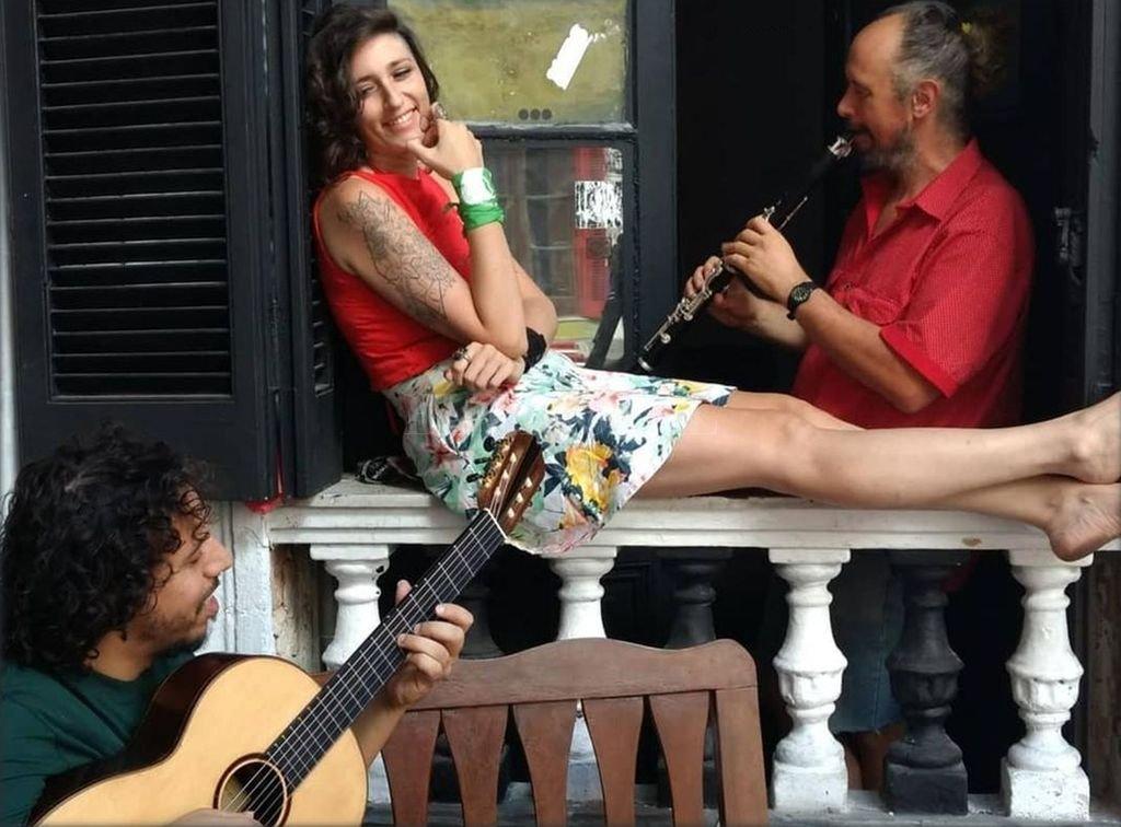 Marco Kofman en composición y guitarra, Noelia García en voz y Matías Marcipar en vientos continúan en trío la experiencia de El Fuego de la Semilla. <strong>Foto:</strong> Gentileza producción