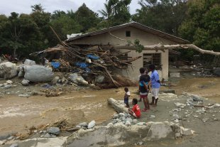 Inundaciones en Indonesia: Al menos 104 muertos y 79 desaparecidos