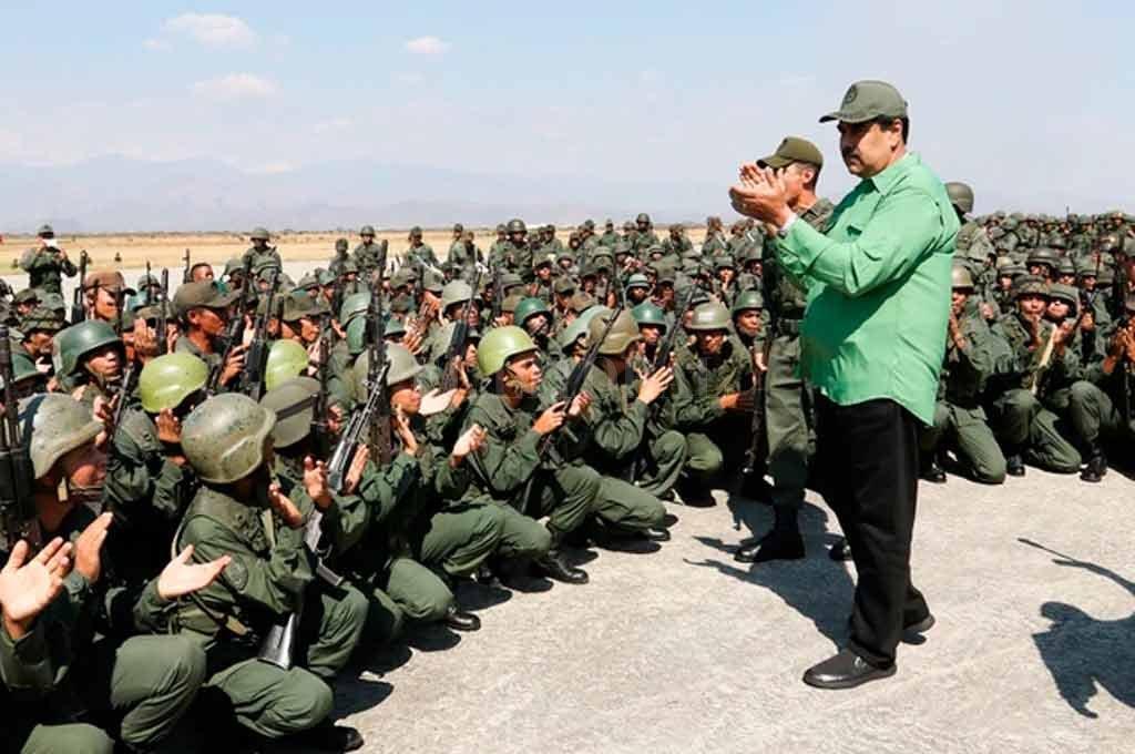 La Asamblea Nacional hace otro llamado a los militares para que rompan con Maduro