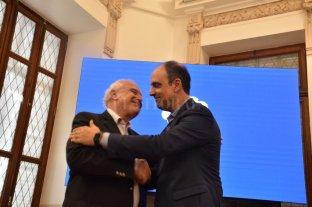 Filtrado: y volvió Corral - Gestos afectuosos entre el gobernador, Miguel Lifschitz, y el intendente, José Corral.  -