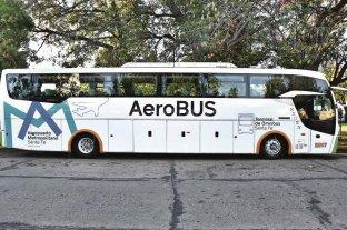 El martes presentan el micro que viajará al Aeropuerto Metropolitano - Aero Bus. Ya está ploteado, listo para ascender a los pasajeros y llevarlos al aeropuerto de Sauce Viejo. -