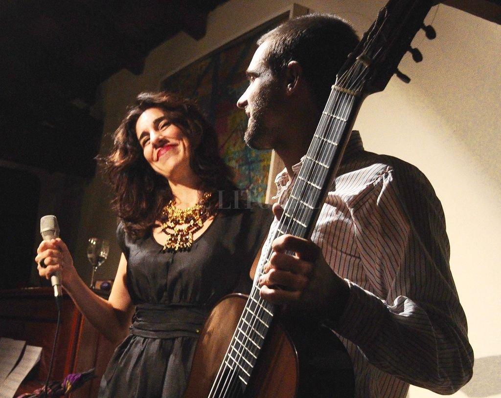 Cecilia Arellano Dúo se dedica fundamentalmente a desplegar distintas versiones de música de Brasil. <strong>Foto:</strong> Gentileza producción