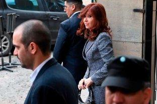 A punto de volver de Cuba, Cristina Kirchner mostró la historia clínica de su hija -  -