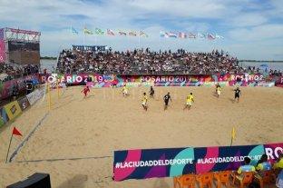 Triunfo argentino, invicto y la clasificación en fútbol de playa -  -